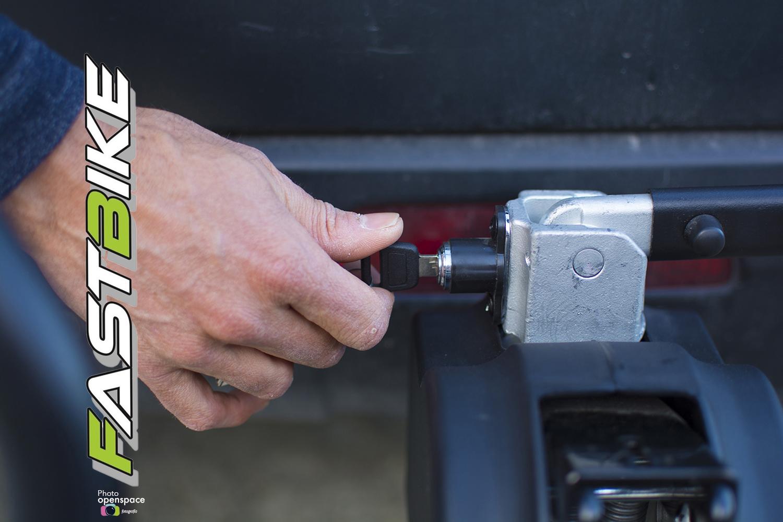 Portabicicletas con cierre por llave del sistema de sujeción y enganche para mayor seguridad y tranquilidad.